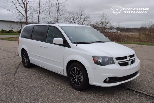 2016 dodge grand caravan r t wheelchair accessible kneelvan 23019. Black Bedroom Furniture Sets. Home Design Ideas