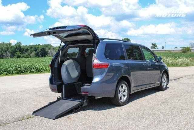 2015 toyota sienna le wheelchair accessible kneelvan 22144. Black Bedroom Furniture Sets. Home Design Ideas